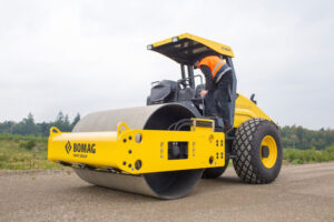 OMAG BW 211 D-40 Single Drum Roller available withSmooth or Pad Foot Drum(Open Station or Cab)